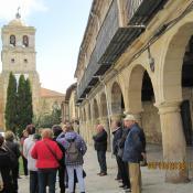 Plaza mayor y al fondo Colegiata de San Miguel