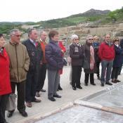 Un grupo visitando las Salinas de Añana